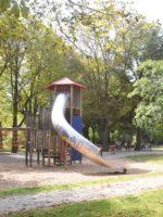 Augsburg Göggingen: Kletterburg im Park