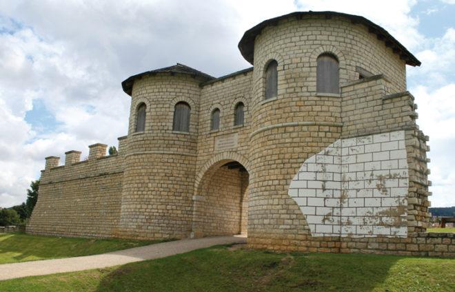 Reste von einem römischen Tor