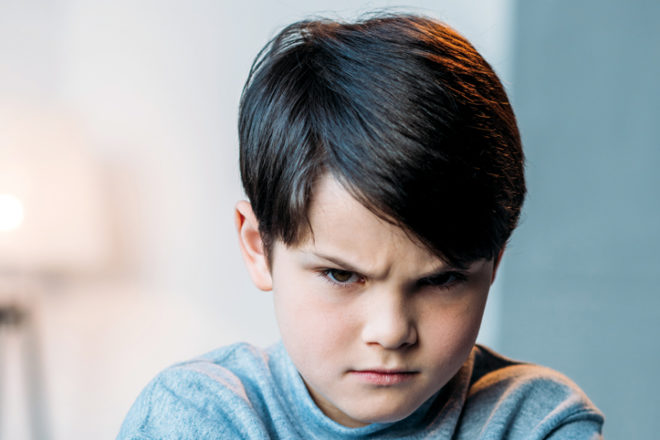 Junge mit bösem Blick