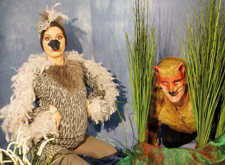Die SchauspielerInnen der Schaubühne Augsburg in Das hässliche Entlein