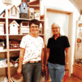Zwei Frauen in einem Laden
