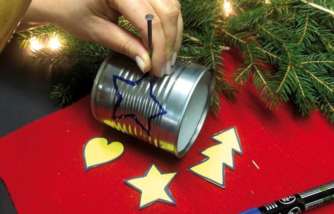 Weihnachtliche Motive auf Dose schlagen
