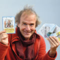 Stephan Eckl mit seinen Friedenskarten
