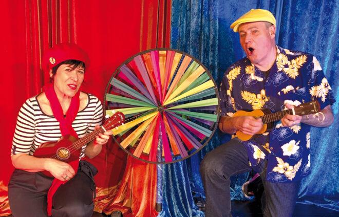Windrad mit zwei MusikerInnen