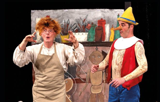 Schauspieler verkörpern Gepetto und Pinocchio