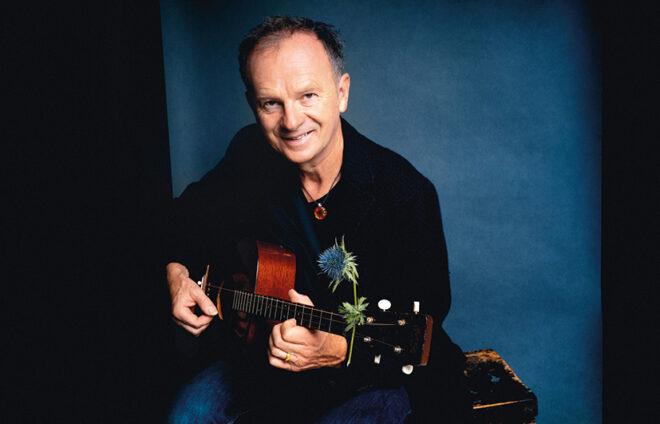 Willy Astor mit seiner Gitarre